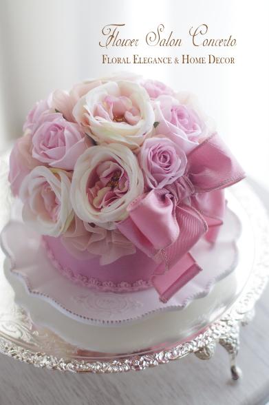 ピンクモーブのエレガントフラワーリボンケーキ